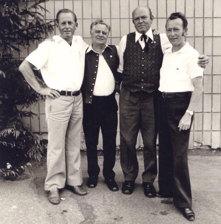 Jubiläumsjahr 1976: Gründungsmitglieder Erich Frank, Heinz Ernst u. Robert Zimmermann; Gründungsdirigent Helmut Ziegler (2. v.l.)